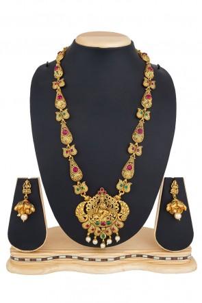 Pretty Golden Alloy Necklace Set
