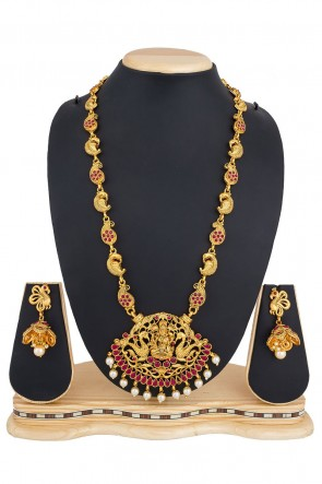 Desirable Golden Alloy Necklace Set