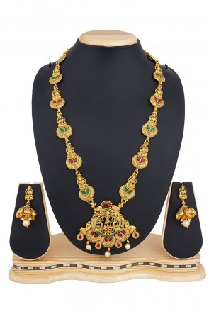 Supreme Golden Alloy Necklace Set