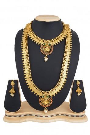 Lovely Golden Alloy Necklace Set