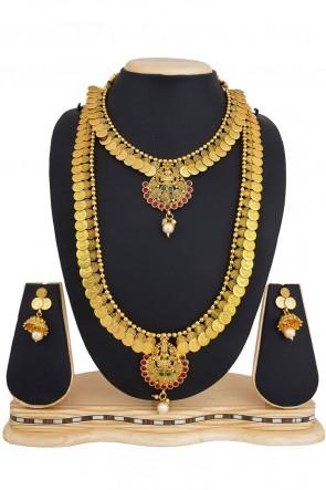 Graceful Golden Alloy Necklace Set