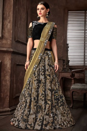 Fancy Fabric Black Embroidred Thread Work Designer Saree With Blouse